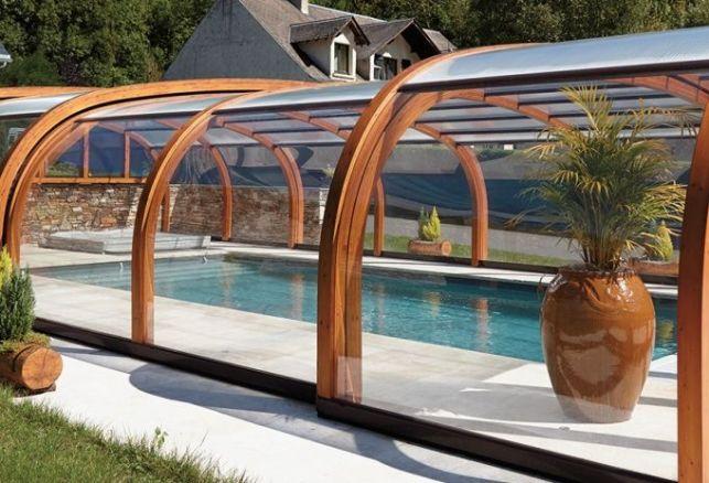 Abri de piscine en bois