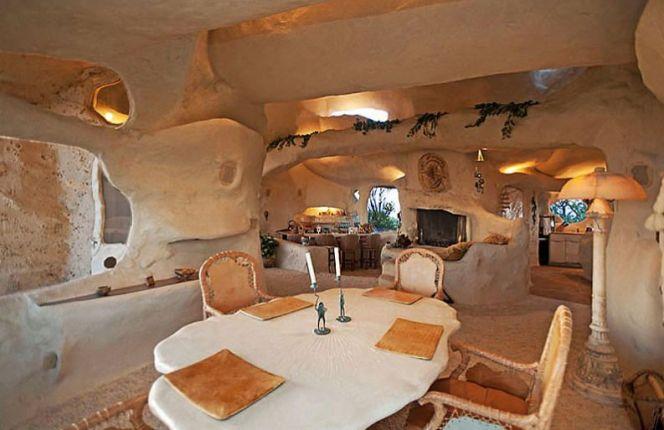 Intérieur de la maison troglodyte de Dick Clark, à Malibu en Californie
