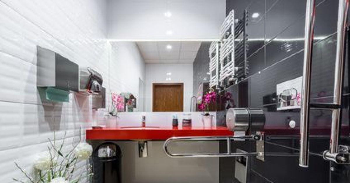 am nager une salle de bain pour s nior. Black Bedroom Furniture Sets. Home Design Ideas