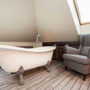 Aménager une salle de bains ouverte sur la chambre