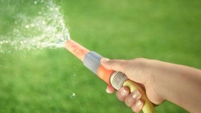 Arroser la pelouse sans gaspiller d'eau