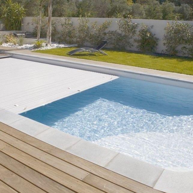 Un volet de piscine immergé à capteur solaire