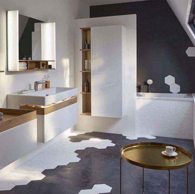 Une salle de bain sous les combles design et originale