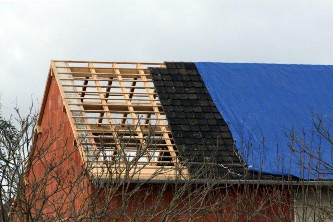 Bâche de toiture : utilisation et pose