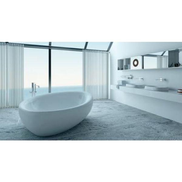 Baignoires en lot au centre de la salle de bain for Synonyme de salle de bain