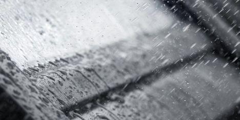 Bruit de la pluie sur les fenêtres de toit