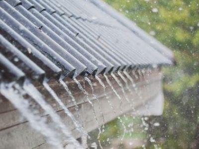 Bruit de pluie sur une véranda : comment le réduire ?