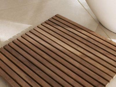 Le caillebotis de salle de bain : utile pour la sortie de douche