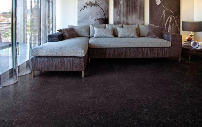 Ce carrelage design légèrement moucheté insufflera une ambiance moderne et contemporaine dans votre salon. © Espace Aubade