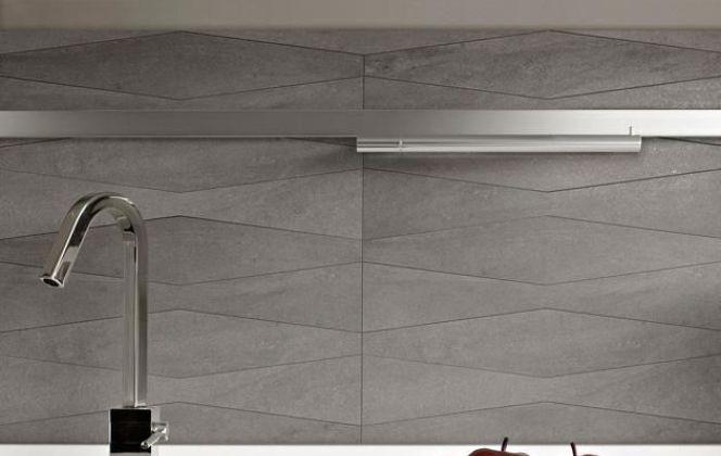 Ce joli carrelage effet pierre apportera du dynamisme à votre pièce grâce à ses formes géométriques. © Casalgrande Padana
