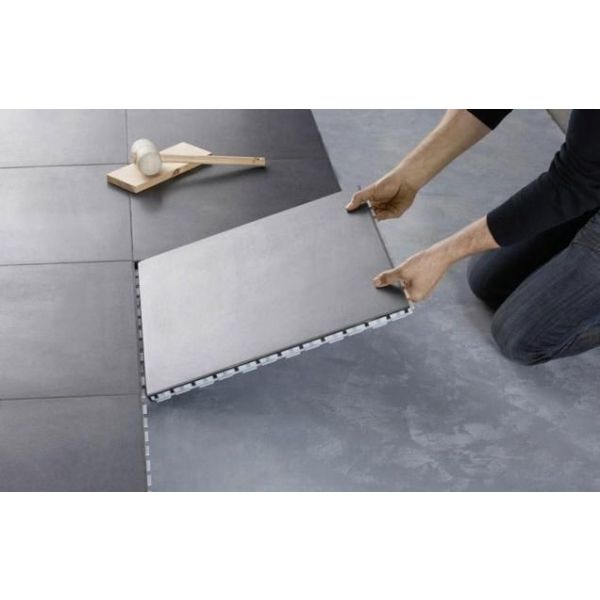 Le carrelage clipsable une pose facile et de nombreux for Carrelage sans colle leroy merlin