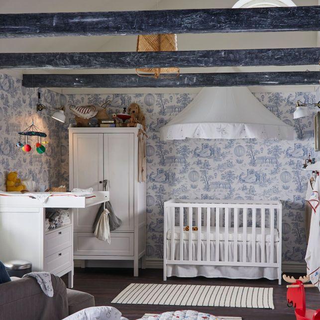 Une chambre pour bébé sous les combles