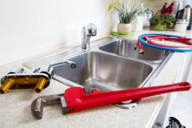 Changer ou remplacer un robinet de cuisine