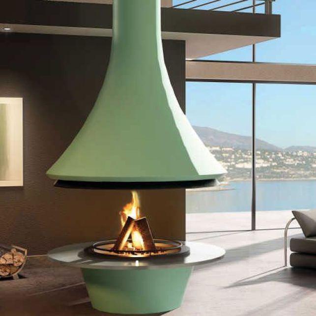 Une cheminée centrale de couleur pour plus d'originalité