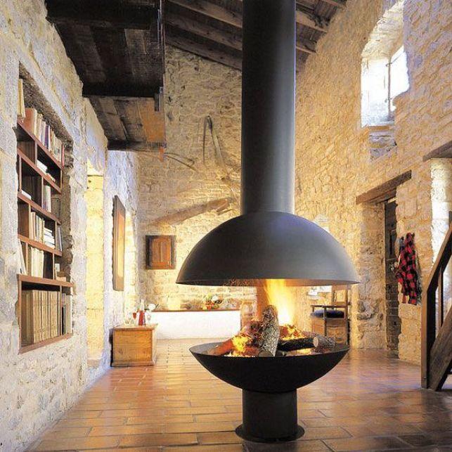 Une cheminée suspendue ronde