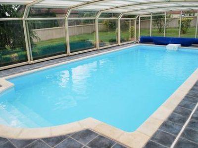 Combien coûte un abri de piscine ? Prix d'achat et de pose