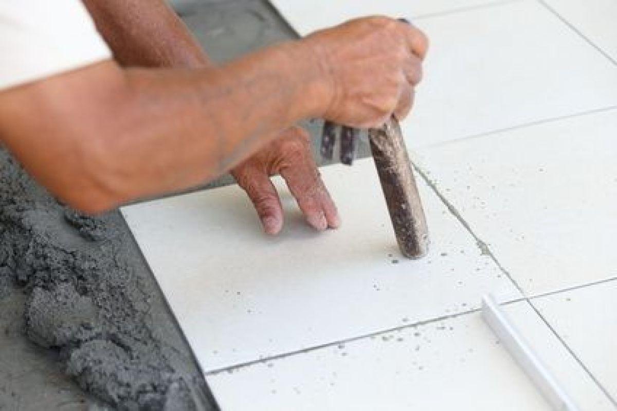 Remplacer Un Carreau De Carrelage comment changer un carreau fissuré proprement ?