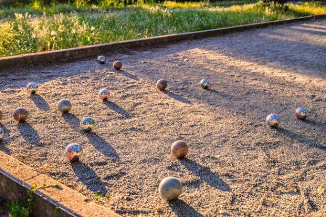 Comment construire un terrain de pétanque dans son jardin ?
