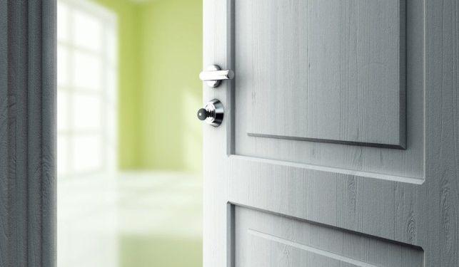 Comment dégonder une porte ?