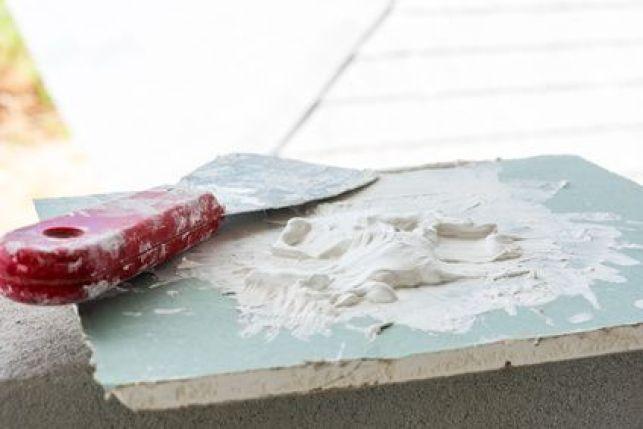 Comment enlever une cheville molly d'un mur en 4 étapes ?