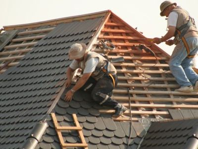 Comment monter sur un toit en toute sécurité ?