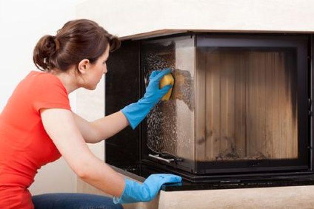 Comment nettoyer la vitre d'une cheminée