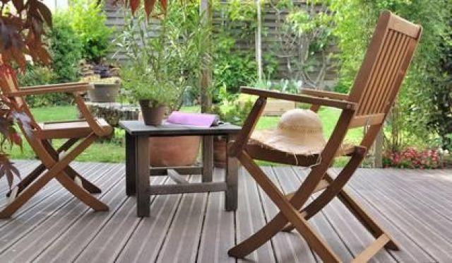 Comment nettoyer un salon de jardin en bois ou en teck ?