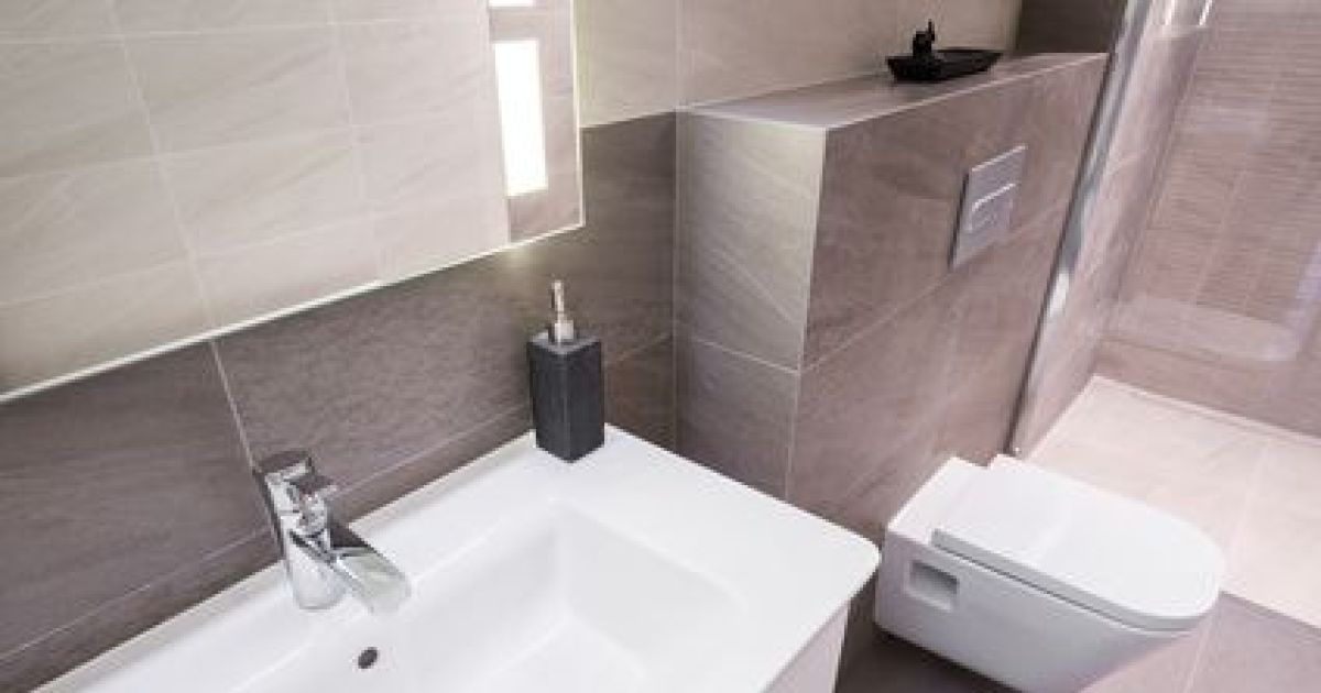 comment optimiser l espace dans une petite salle de bain. Black Bedroom Furniture Sets. Home Design Ideas