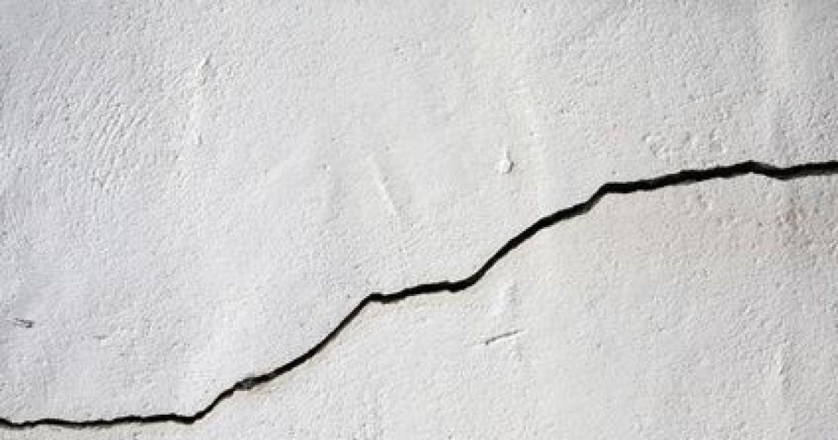 reparer fissure facade fissures faade maison ancienne reprise partielle duenduit souffl au. Black Bedroom Furniture Sets. Home Design Ideas