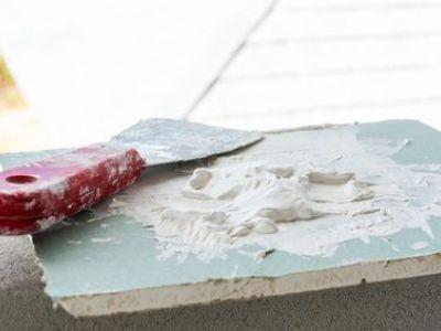 Comment réparer un mur abimé