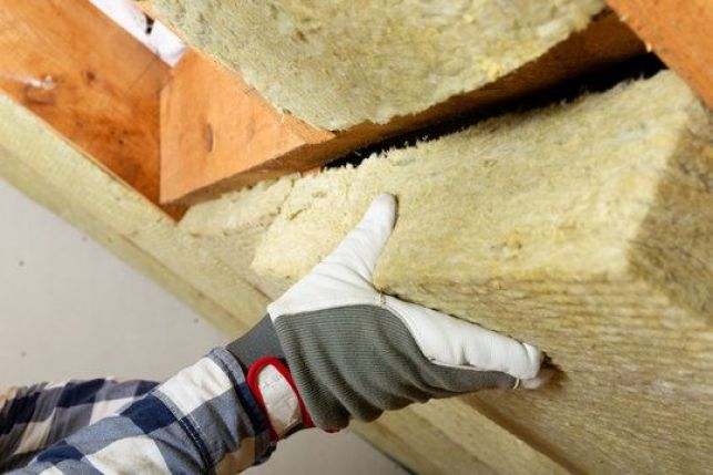 Comment retirer ou enlever un ancien isolant de toiture ?