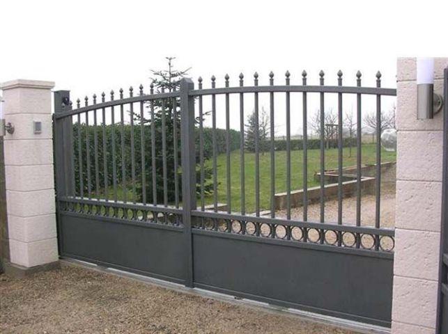 Comment sceller un poteau de portail ?