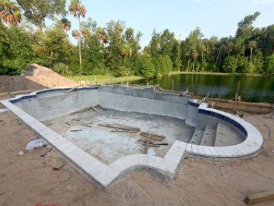 Construction d'une piscine : les étapes de montage du bassin
