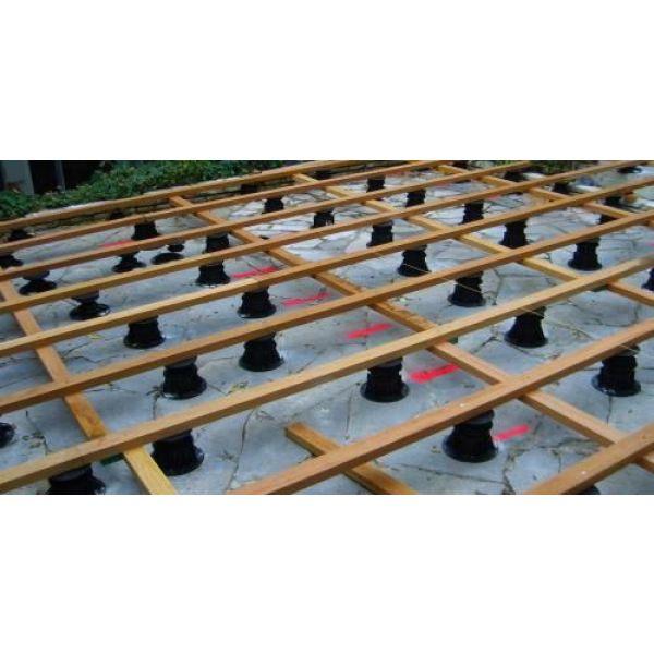 construction d une terrasse la pose des plots. Black Bedroom Furniture Sets. Home Design Ideas