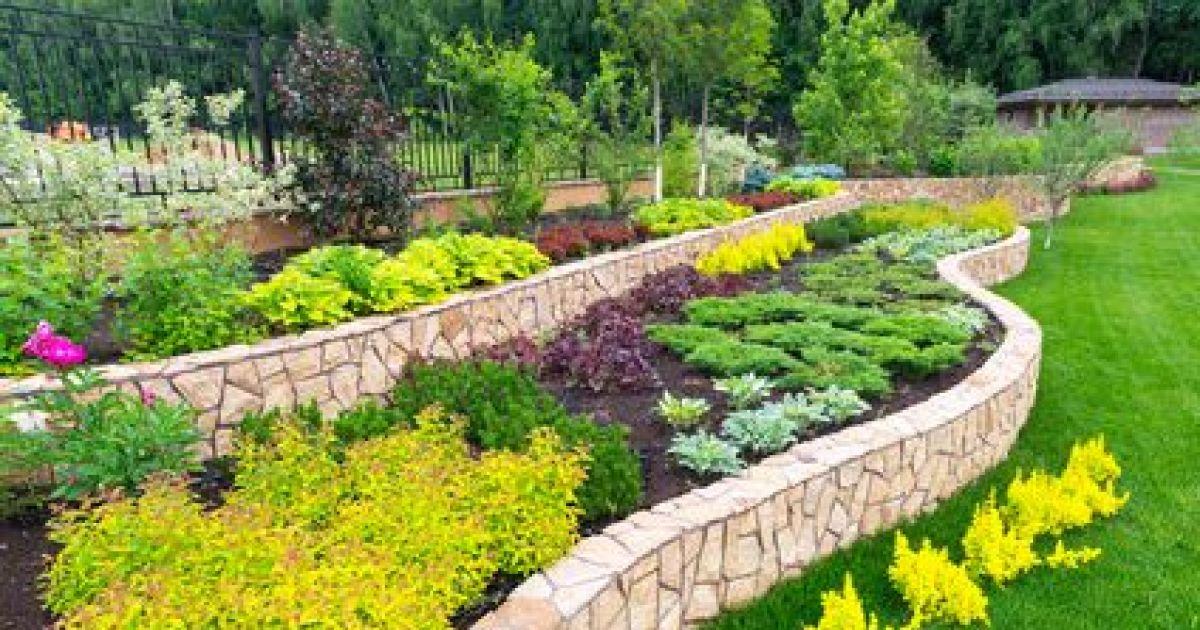 Construire un muret en pierre fondations rep re montage for Acheter un composteur de jardin