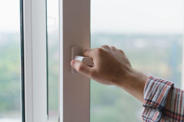 Création d'une fenêtre sans autorisation : possibilités et sanctions