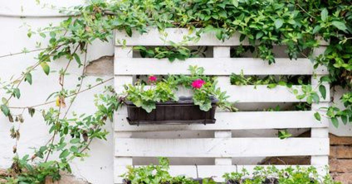 Cr er une jardini re gr ce aux palettes de bois - Faire une jardiniere ...