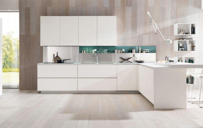 Cette cuisine élégante et raffinée se caractérise par des traits purs et un agencement moderne. © Gruppo Euromobil