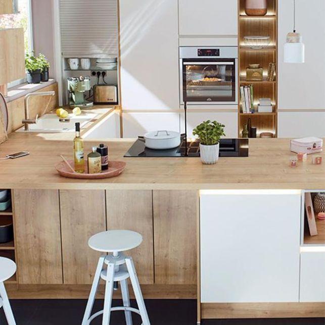 Une cuisine nature en blanc et bois