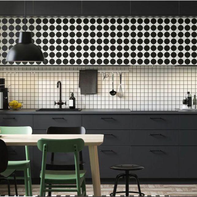 Une cuisine rétro en noir, blanc et vert