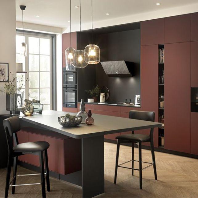Une cuisine rouge et noir à l'élégance italienne