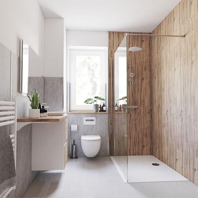 Un panneau imitation bois pour une douche en pleine nature