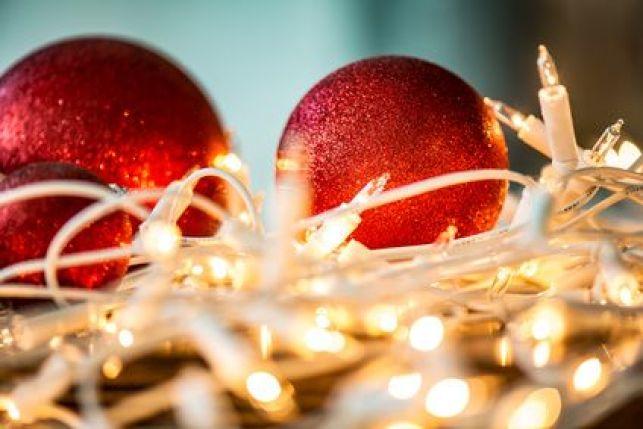 Décorer les boules de Noël soi-même