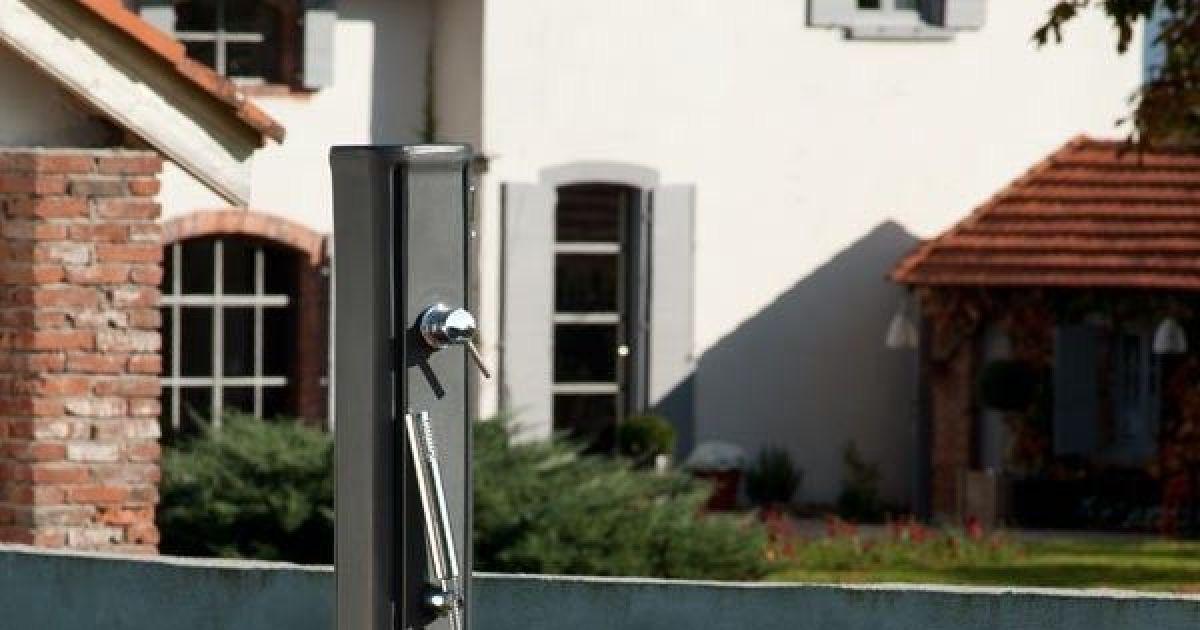 Douche solaire par desjoyaux - Fabriquer une douche solaire ...