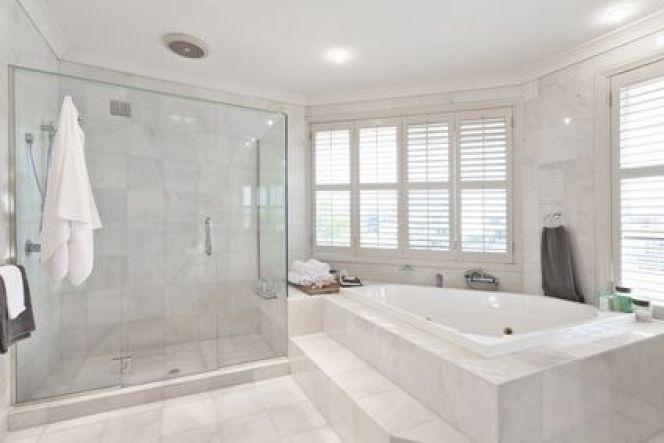 Du marbre dans la salle de bain