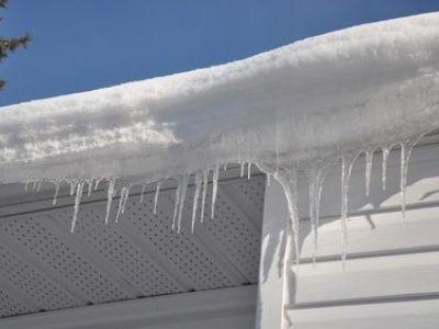 Effondrement d'une toiture sous le poids de la neige