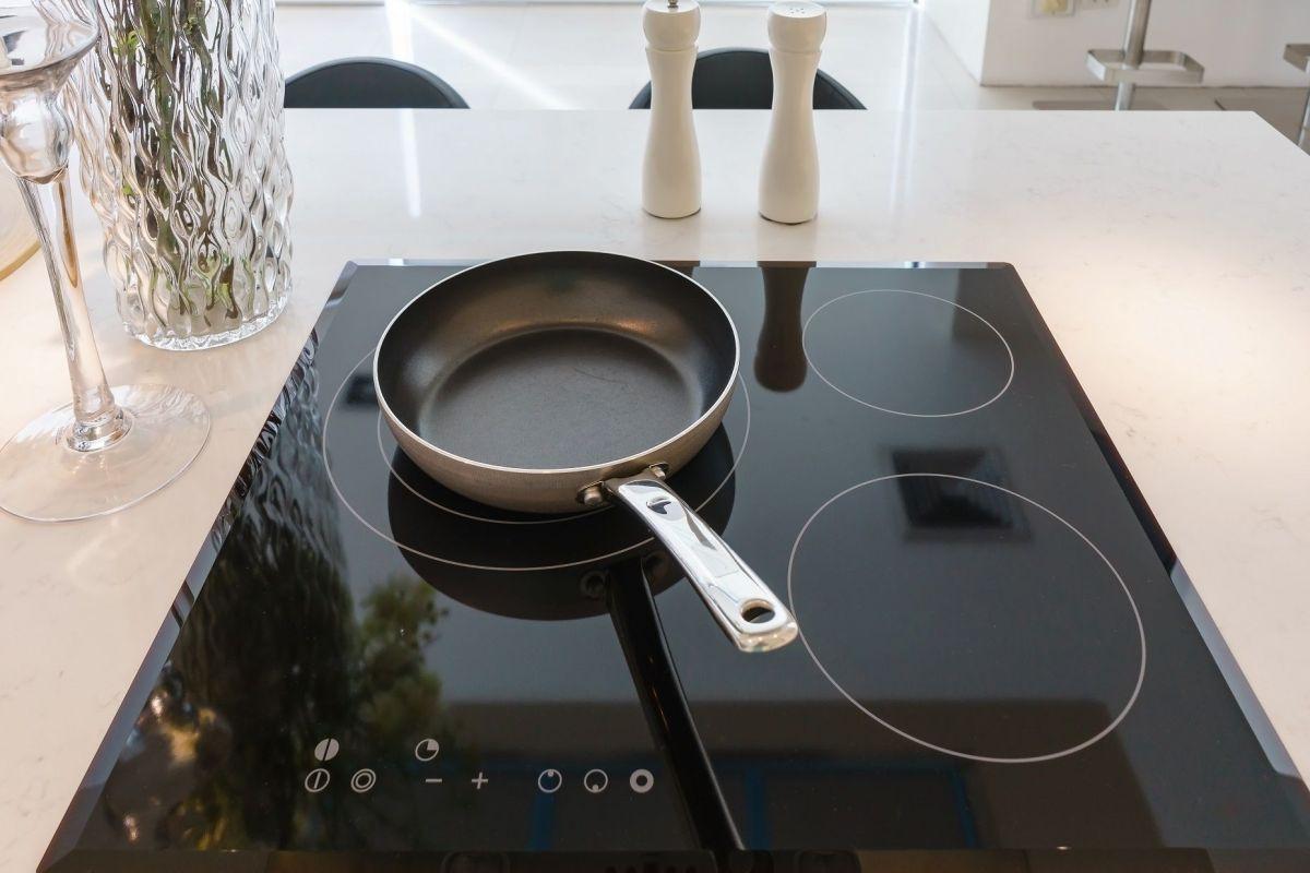 Produit Pour Nettoyer Vitroceramique entretien d'une plaque de cuisson vitrocéramique