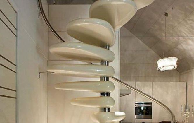 L'escalier Rolling, gracieux et épuré, apportera un vrai charme à votre pièce. © Edilco