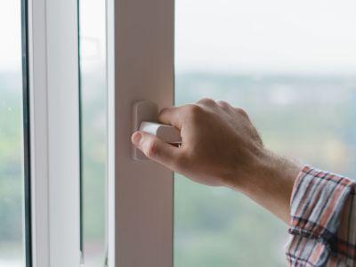 Fenêtre qui ne s'ouvre plus : causes et solutions