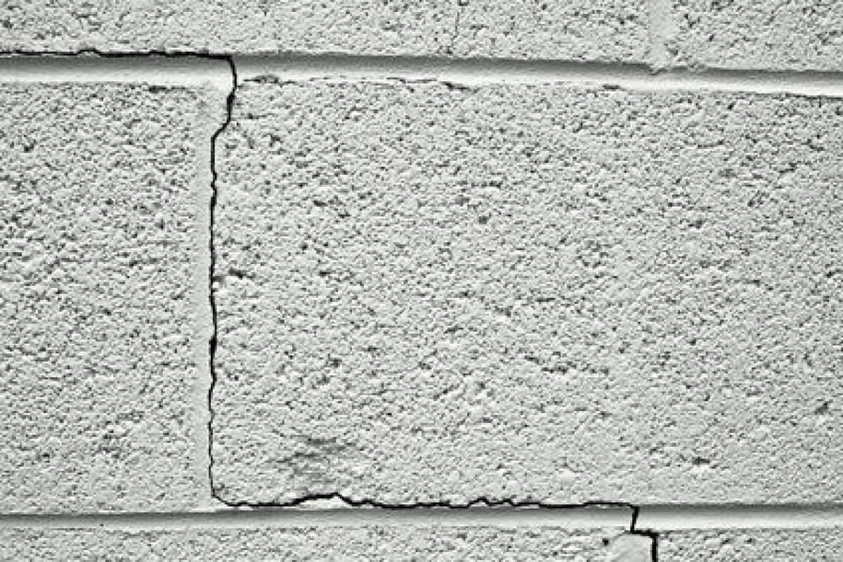Epaisseur Enduit Sur Parpaing fissures inquiétantes dans un mur en parpaing